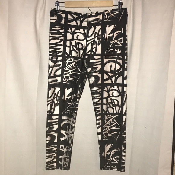 1ca5515158 Zara Terez performance Graffiti Leggings. M_5acd7299b7f72bb82ae2fe39